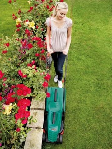 Bosch Rasenmäher Rotak 32 mit Rasenklamm zum Kanten mähen