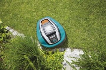 Gardena Mähroboter R40Li auf einem gepflegten Rasen